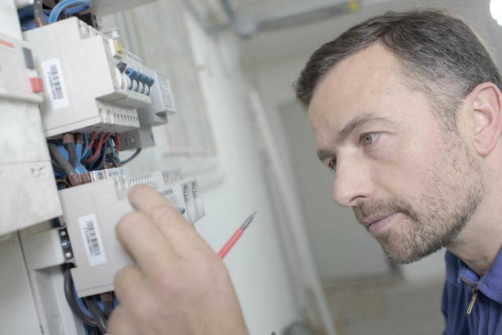 Kymar elektro intallerer alt fra belysning, sikringsskap, varmekabler, elbbilladere og elinstallasjoner for smarthusløsninger
